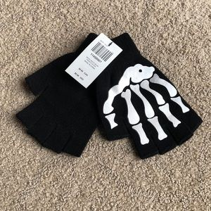✨2 for $15 or 4 for $25✨Skelton fingerless gloves
